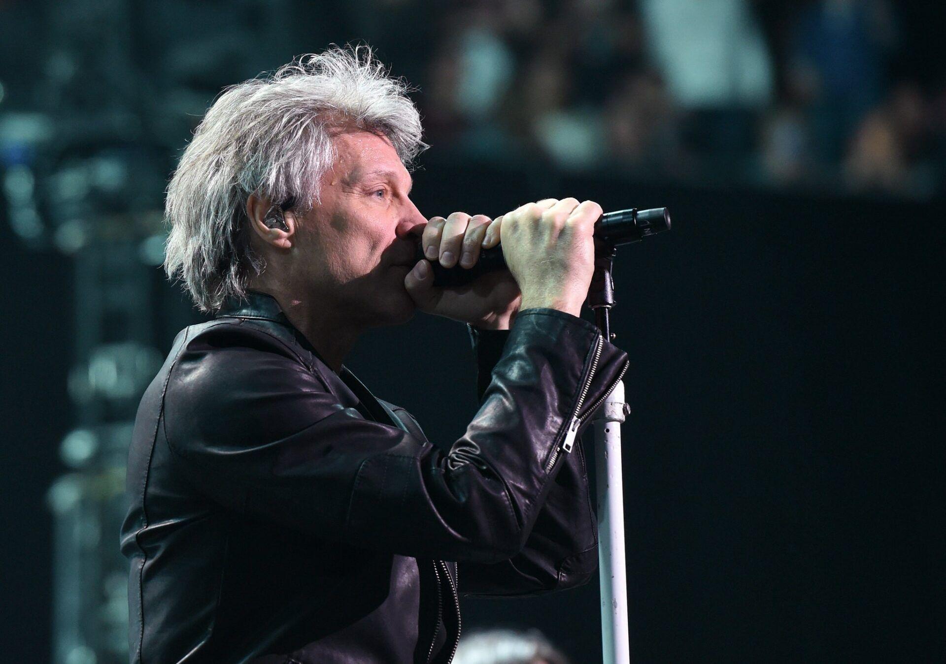 Bon Jovi in concert - две ръце на микрофона