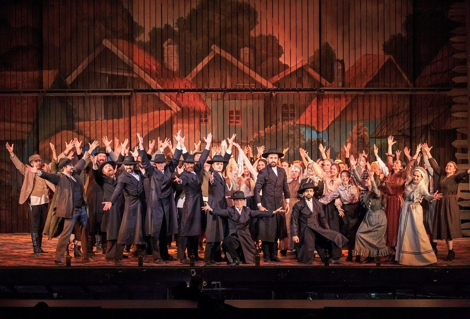 Театрален поклон, сцената, публиката