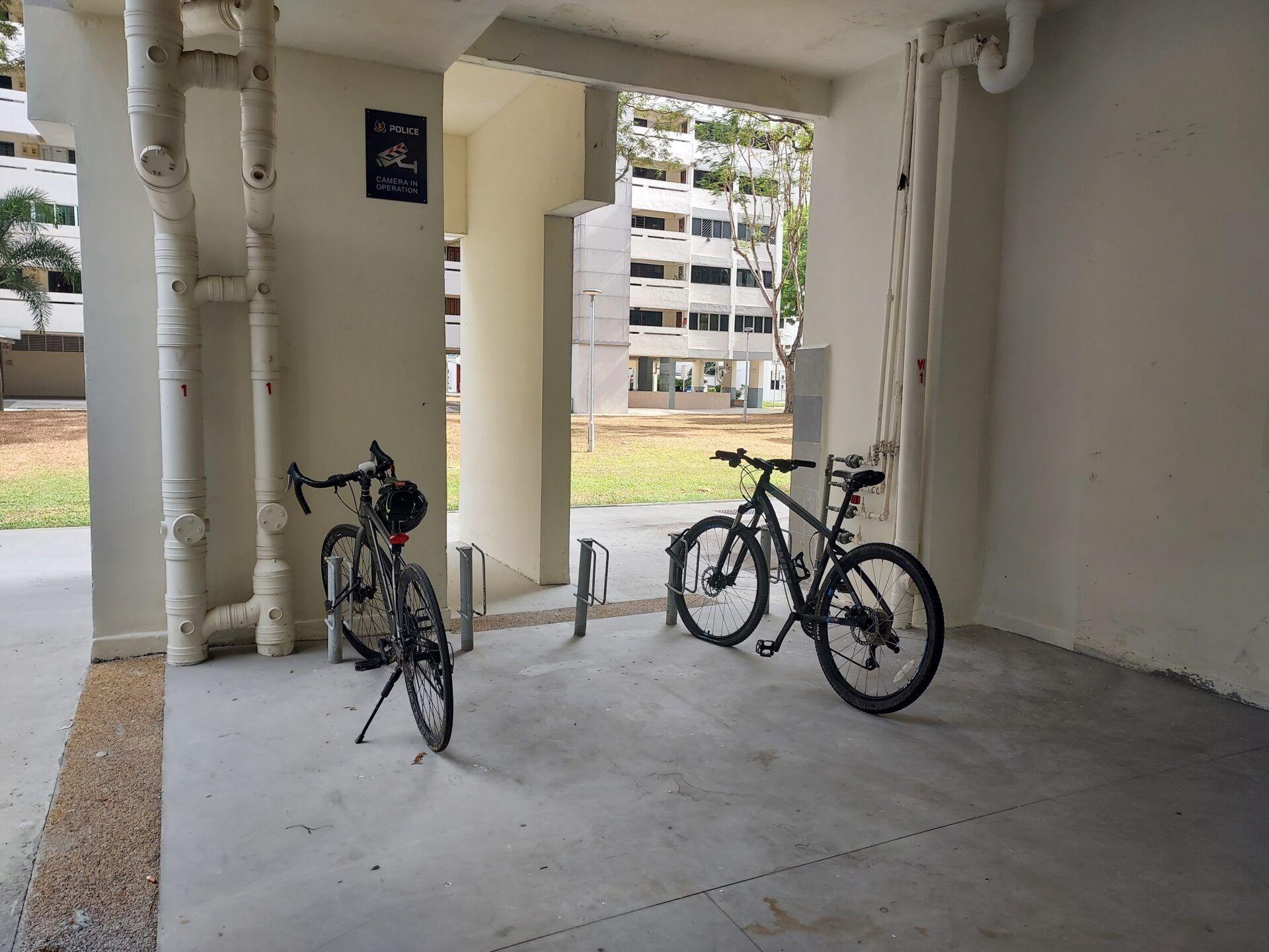 Небалансирано разпределение на сцената - вело паркинг, нарушен баланс