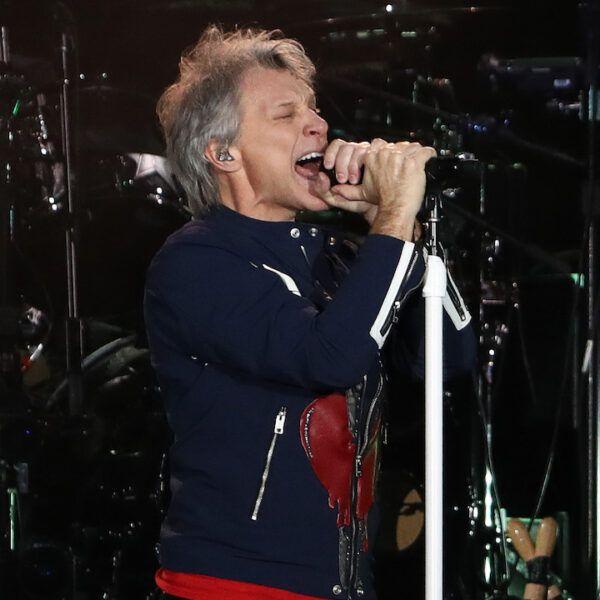 Bon Jovi със затворени очи
