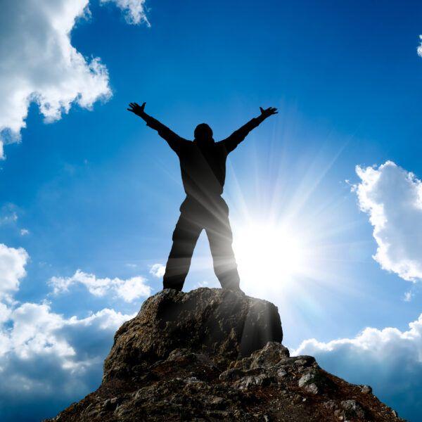 Екстремно високи жестове на върха на планината